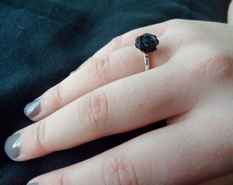 Delicate Ring of Sterling Silver with Onyx Rose