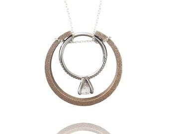 Matte Balance Necklace Ring Holder