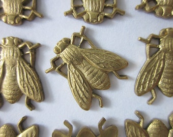 12 Vintage Brass Stampings, Realistic Honey Bee, 15.5mm x 13mm