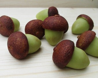 Marzipan Acorns (9) - fondant acorns - fall cake decorations - 3D acorn wedding decorations - acorn cake - marzipan acorn cake decorations