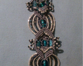 Pearl and macrame bracelet