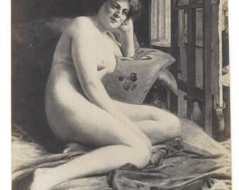 c1910 Original Photograph/postcard naked Woman poses for painter, SALON DE PARIS unused, boudoir, come hither, bare breasts