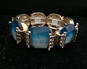Glass stretch bracelet
