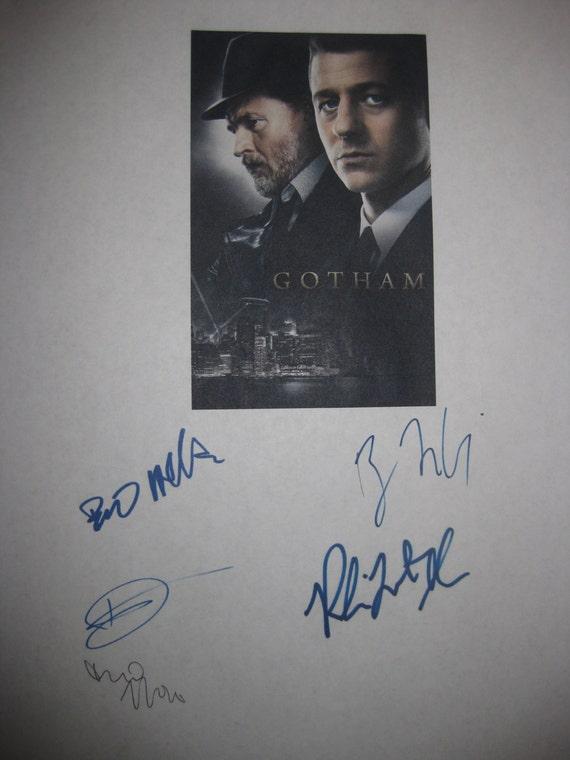 Gotham Signed TV Script Screenplay Autograph Ben McKenzie Donal Logue Robin Lord Taylor Bruno Heller David Mazouz signature Pilot