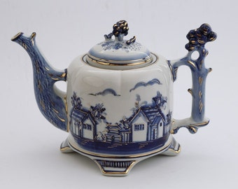 "Teapot gzhel ""Village"" gold"