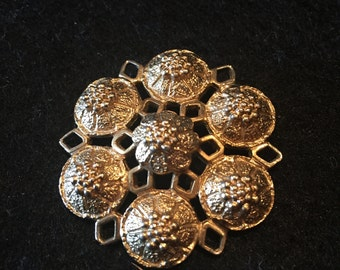Sarah Coventry Gold Tone Vintage Brooch