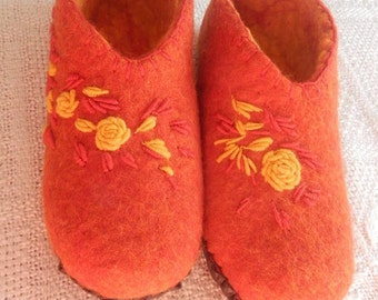 Felted wool house shoes Slippers Felt Wool Slippers Womens Felted Slipper Soft Relaxing Comforable Case Cold Feet 100% wool Red slippers