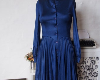 XS Vintage Pleated Dress