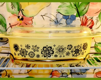 PYREX Pressed Flowers 045, 2.5 Qt. Promotional Oval Covered Casserole w/Original Cradle - 1957 - Hard to Find