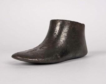 Little foot shape cobbler, iron
