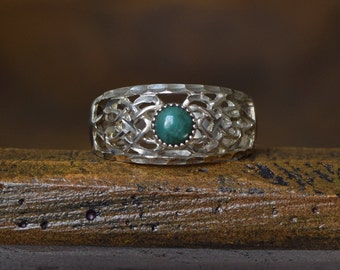 Earth Green Stone Sterling Silver Filigree Vintage Band, US Size 8.5, Used