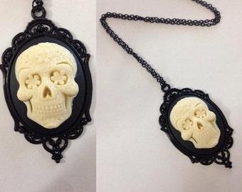 baroque skull flower frame necklace 40 x 30