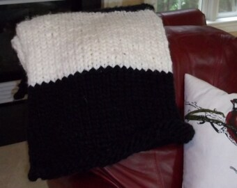 Black & White Knit Blanket • Knit Blanket • Extra-Chunky Knit Blanket • Blanket • Throw Blanket • Black • White