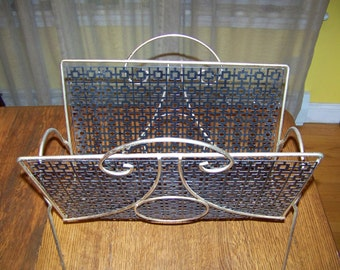 vintage mid century Metal mesh Magazine Rack 2 handles, very nice Condition