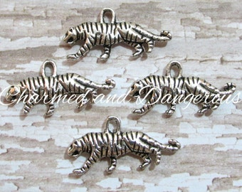 10 pewter 3D Tiger charms (CM21)