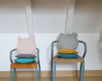 Cushion in cat or bear linen