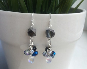 Elegant cluster earrings with black and blue beads in silver finish