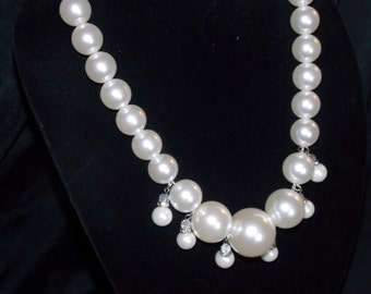 Chunky, pearl necklace