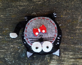 Felt black cat broshes pin