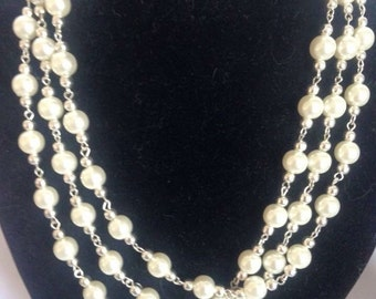 Synthetic and metal triple line Pearl Necklace