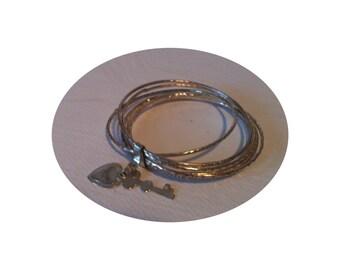Bracelet metal with heart