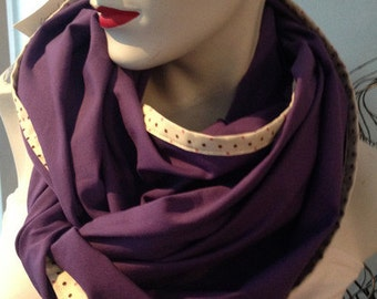 Loopschal with purple polka dot border