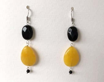 Yellow jade and Onyx earrings