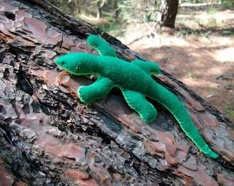 Wool felt lizard