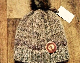 Tuque Alpaca child 4-6 years, Pompom fur recycled, button hand painted
