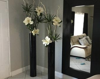 Modern magnolias arrangement slik flowers
