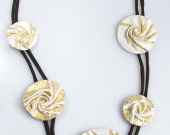 White and gold SPIRALS necklace