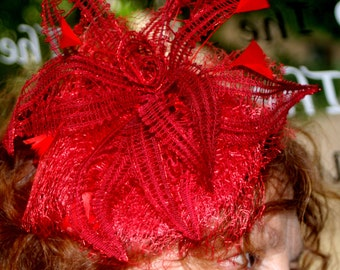Bobbin lace headdress