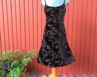 Vintage 90s Black velvet floral leaf print/ Sleevless Black Mini Party Dress/  90s Dress Grunge Dress Goth Dress Little Black Dress