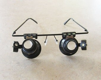 Dual 20X Magnifying Eye Glasses with Led lights.