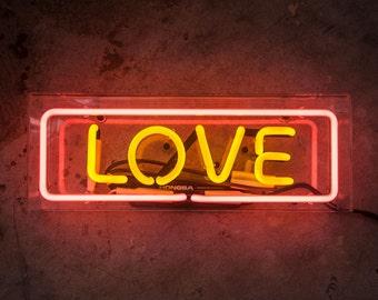 Neon Sign LOVE in Acrylic Box