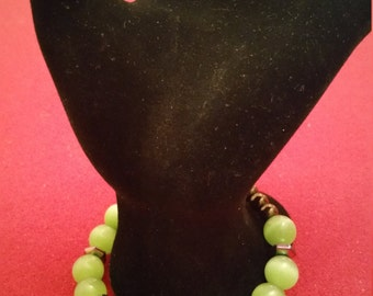 Green Cats Eye Glass Fitted Bracelet