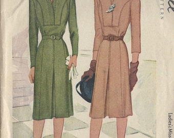 "1944 Vintage Sewing Pattern B42"" DRESS (R446) McCall 5770"