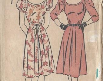 "1940s Vintage Sewing Pattern DRESS B30"" (R483) Advance 4216"