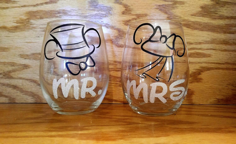 Wine Glasses For Wedding Gift : Mr & Mrs Wine Glasses/ Wedding Gift/ Anniversary Gift/