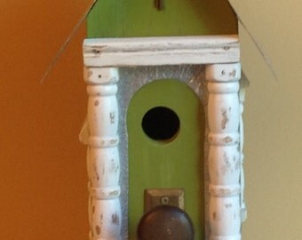 Pillar birdhouse