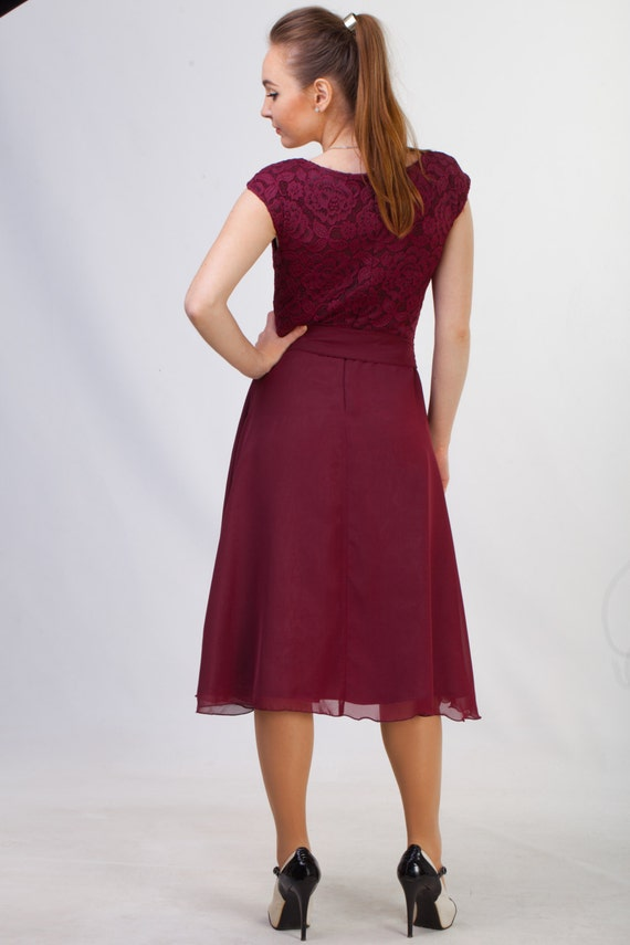 brautjungfer kleid bordeaux rot trendige kleider f r die. Black Bedroom Furniture Sets. Home Design Ideas