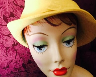 """1970's Ladie's Yellow Slouchy Hat With Buckle. 21""""."""