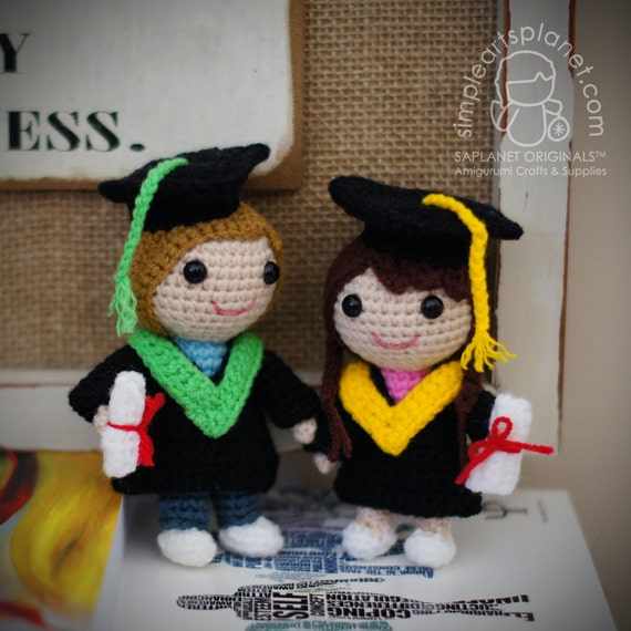 Small Amigurumi Doll Pattern : Graduation Dolls Small Amigurumi Pattern by saplanetamigurumi