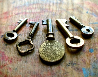 Tiny Brass Antique Key Set / Instant Collection // New Year Sale - 15% OFF - Coupon Code SAVE15
