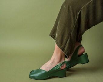green leather peeptoe wedges /  slingback wedge sandals / green platform sandals / 10 M / 726s / B2