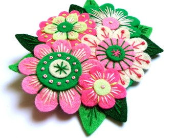 BROOCH - VINTAGE Bouquet felt brooch pin with freeform embroidery - scandinavian style
