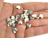 White / Grey Howlite Chevron Beads (10X) (NS800)