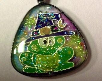 FairyGlass Halloween-ScaryScene Witch Froggie Pendant