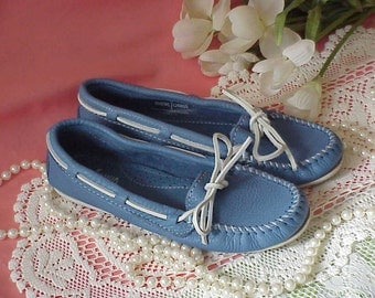 Women's Blue Leather Minnetonka Moccasins Shoes 7