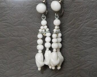 Beautiful vintage Japan beaded  milk glass bead earrings